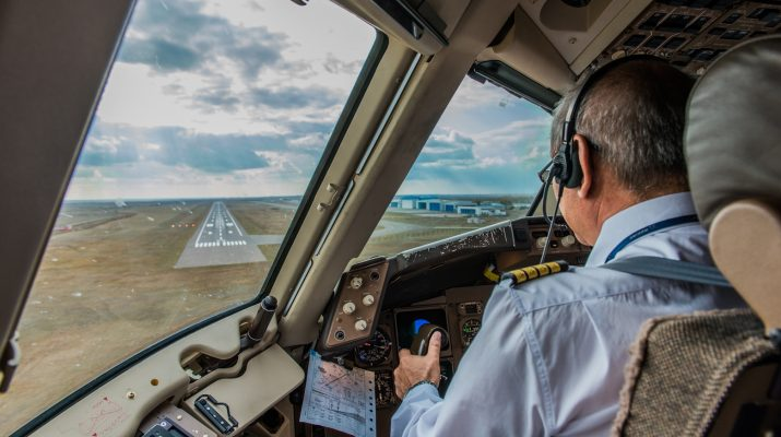 How much do commercial pilots make